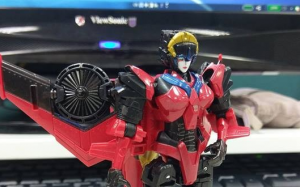 In-Hand images of Titans Return Windblade