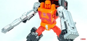 Video review of Transformers Kingdom Puffer and Road Ranger