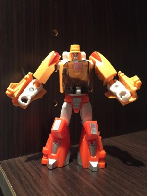 In-Hand - Transformers Titans Return Legends class Wheelie