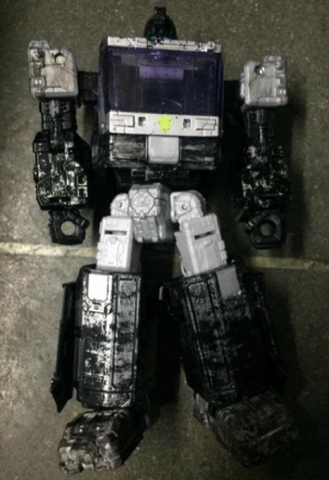 First Look At Upcoming Netflix Deluxe Cheetor and Ironhide Redecos