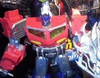 "Transformers News: Toy Fair 2013: Transformers ""Beast Hunters"" Supreme Figures"