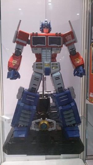 Transformers News: New Images of Ultimetal Series Non-Transforming Optimus Prime