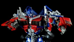 New Images of  Transformers Asia Ultimate Optimus  Prime APS01U With APS01 Comparison