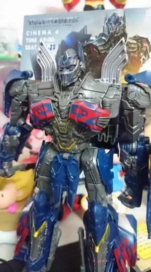 In-Hand Images of Takara Tomy Transformers TLK-EX Dark Optimus