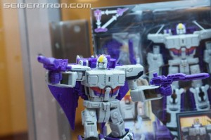 #BotCon2016 Titans Return: Powermaster Optimus, Voyager Astrotrain, Wheelie, More