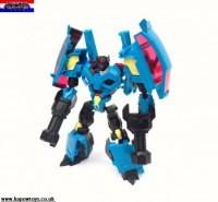 Transformers News: Pictorial Reviews: Transformers Prime Rumble, Sergeant Kup, and Dreadwing