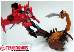 Transformers Robots in Disguise: RID Warrior Class Scorponok And Windblade In-Hand