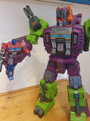 In-hand Gallery and Thoughts Of Transformers Earthrise Titan Class Scorponok