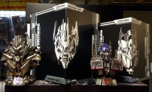 Out of Package Image - Prime 1 Studio Premium Bust Optimus Prime and Megatron