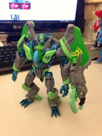 Transformers News: Transformers Prime Beast Hunters Voyager Grimwing In-Hand Images