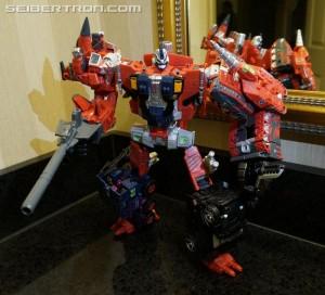 Transformers News: #BotCon2016 'Dawn of the Predacus' Box Set Images: Tripredacus, Ravage, Tarantulas, plus Terrorsaur