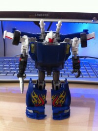 Transformers News: Turbo Tracks to Wheeljack Alternate Transformation, Flying Car Mode, and More!
