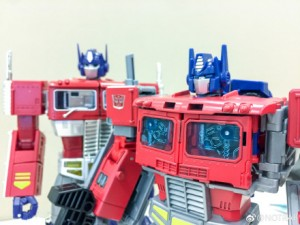 Transformers News: Comparison Images Between MP 10 and Leader Optimus Prime from Transformers Power of the Primes