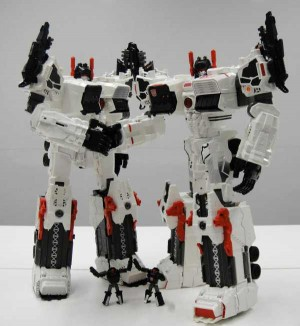 Transformers News: Takara Tomy Transformers Generations TG-23 Metroplex vs. Hasbro Transformers Generations Metroplex Comparison Images