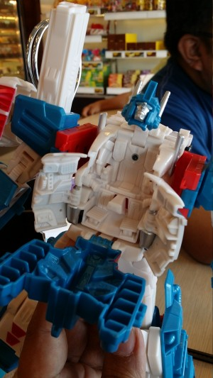 Video Review - Transformers Generations Combiner Wars Leader Ultra Magnus