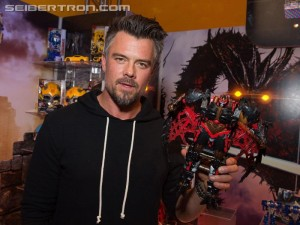 Transformers: The Last Knight Wahlberg and Duhamel Interviewed at #HasbroToyFair #TFNY