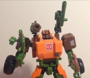 Transformers News: Video Review of Generations Voyager Roadbuster
