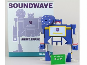 Transformers News: Emerald City Comic Con Soundwave Exclusive T-Shirt and Vinyl Figure
