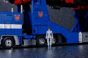 Transformers News: New Images of TakaraTomy Transformers Masterpiece MP-31 Delta Magnus with Marissa Faireborn