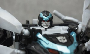 Transformers News: In-Hand Images: Takara Tomy Transformers Go! Gekisomaru Kurojishi Version