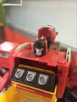 In-Hand Images - Transformers Titans Return Blaster, Titan Master Features