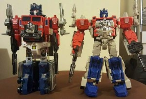 In Hand Pictures of Transformers Titans Return: Powermaster Prime with G1, Fort Max with Open Legs and More