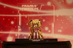 Transformers: The Last Knight at Tokyo Comic Con 2017 - Gold Optimus Prime, Dioramas & More