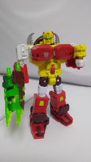 Transformers Titans Return Deluxe Repugnus In-Hand Images