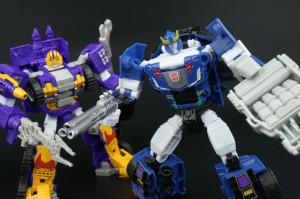 Transformers News: New Galleries: Club Subscription 4.0 Impactor and Bluestreak