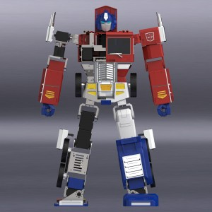 Video Showing Off Auto-Converting Programmable Optimus Prime Transforming Skills