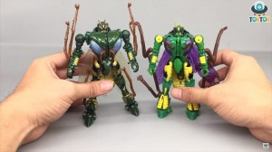 War for Cybertron Kingdom Deluxe class Waspinator video review!