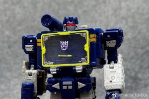 New In-Hand Photos of Netflix Transformers Voyager Class Soundwave with Ravage and Lazerbeak