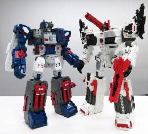 Takara Tomy Transformers Legends LG-31 Fortress Maximus and TG-23 Metroplex comparison image