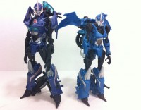 """Transformers Prime """"Robots in Disguise"""" Deluxe Arcee In-Hand Images"""