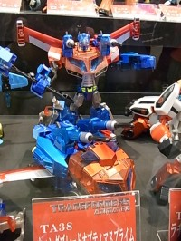 Transformers News: Chara Hobby 2010 Images: Wingblade Optimus, Lucky Draw Bumblebee and More
