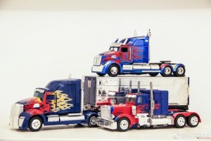 In-Hand Comparisons for Transformers: The Last Knight Jada Diecast Optimus Prime
