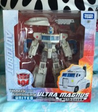 Transformers News: Takara Tomy Transformers United Ultra Magnus In-Package Image