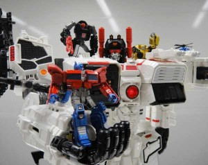 Transformers News: Takara Tomy Transformers Generations TG-23 Metroplex and TG-24 Optimus Prime & Bumblebee