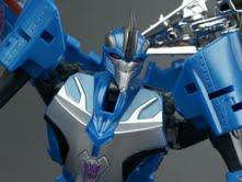 New Galleries: Arms Micron Starscream and Thundercracker