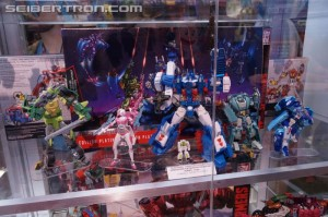SDCC 2016: Generations Platinum Edition Preview Night Display with Prime vs Megatron, Autobot Heroes, Planet of Junk #HasbroSDCC