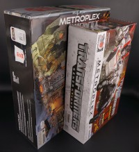Transformers News: SDCC Metroplex box size comparison to retail version