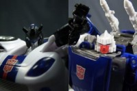 Transformers News: In Hand Images of United Jazz and Tracks