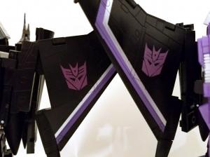 Transformers News: Differences Between Takara and Hasbro MP11 SW Masterpiece Skywarp