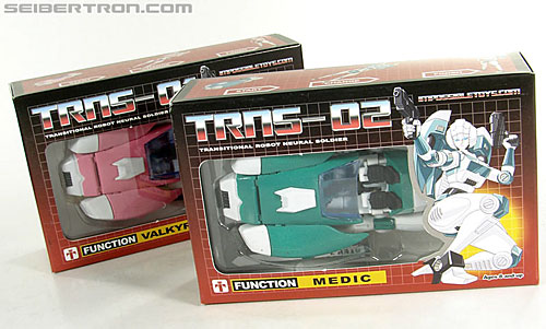 Transformers 3rd Party Products TRNS-02 Medic (Paradron Medic) (Image #1 of 122)
