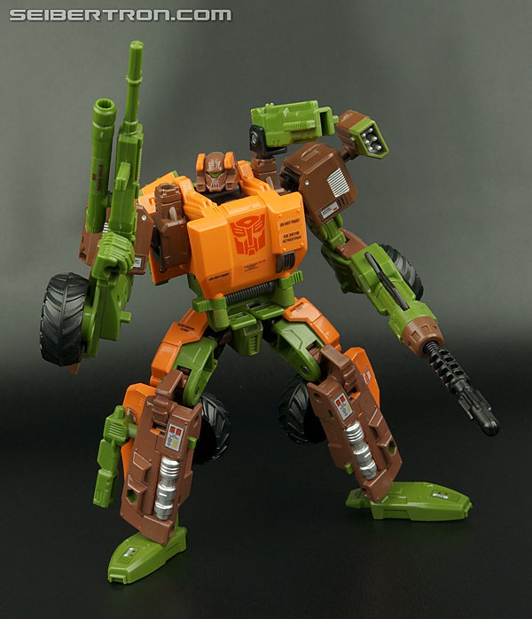 Transformers News: New Gallery: Transformers Generations Voyager Roadbuster