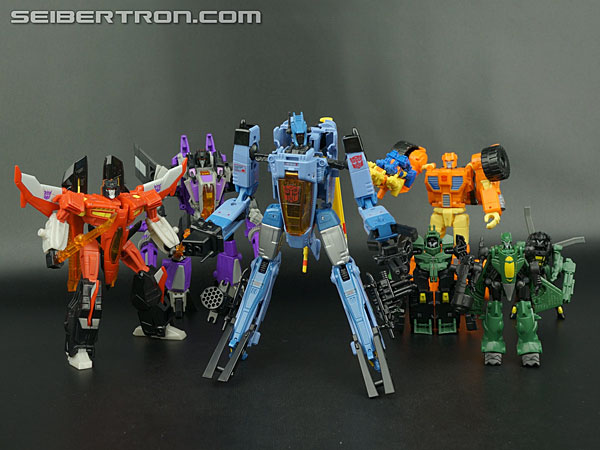 Transformers News: New Gallery: Generations Voyager Class Whirl