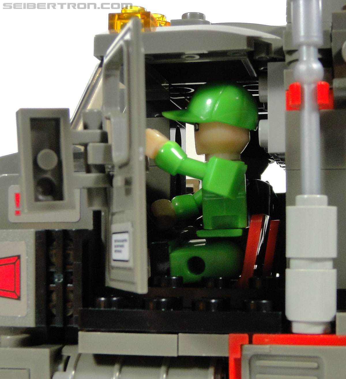 Kre-O Transformers Kreon Specialist (Image #2 of 48)