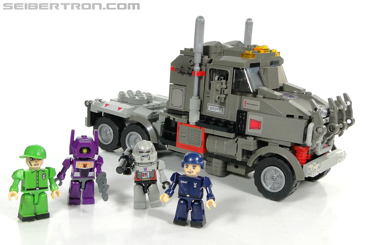 Kre-O Transformers Kreon Specialist (Image #7 of 48)