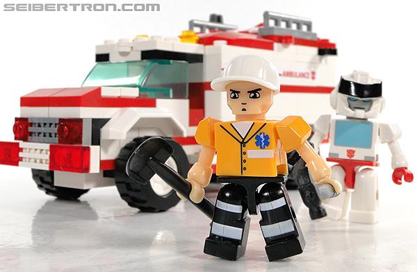 Kre-O Transformers Kreon Medic (Image #33 of 41)