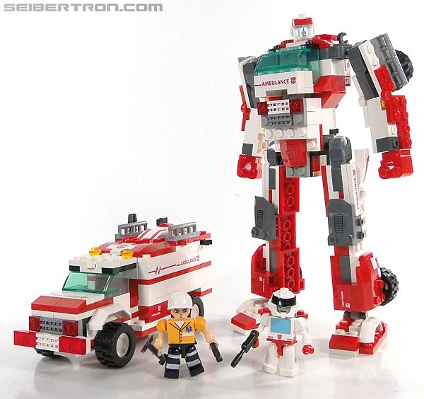 Kre-O Transformers Kreon Medic (Image #34 of 41)
